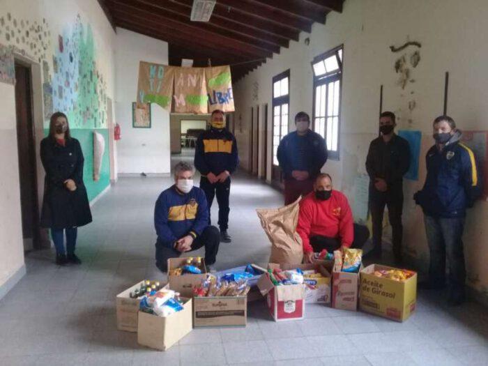 Los «Xeneixes» hicieron entrega de mercadería a comedores escolares