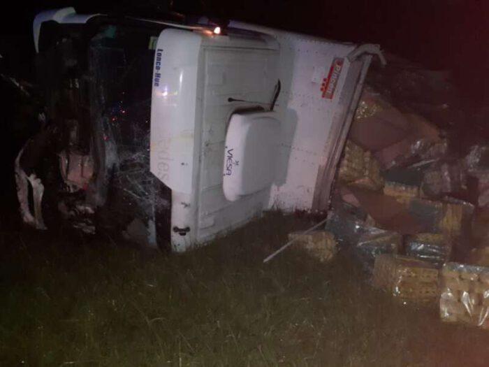 Un muerto tras vuelco de camión