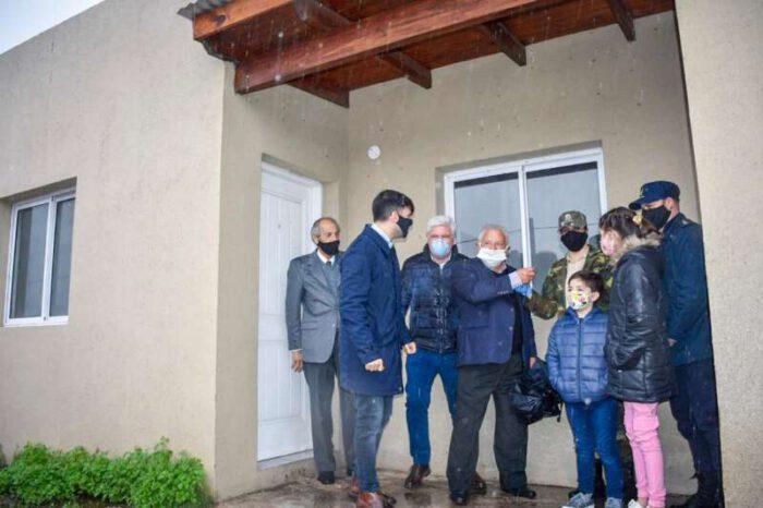 24 familias de efectivos policiales recibieron su vivienda