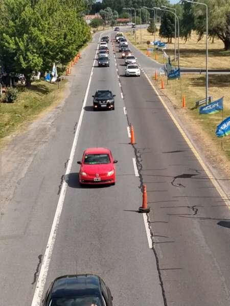 Ante el intenso tránsito disponen operativos para el cruce de la Autovia
